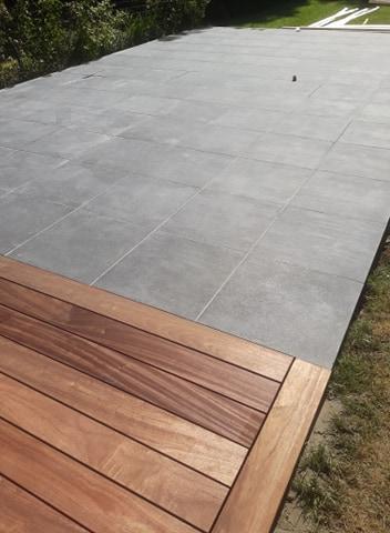 Terras in Padoek in combinatie met keramische tegels